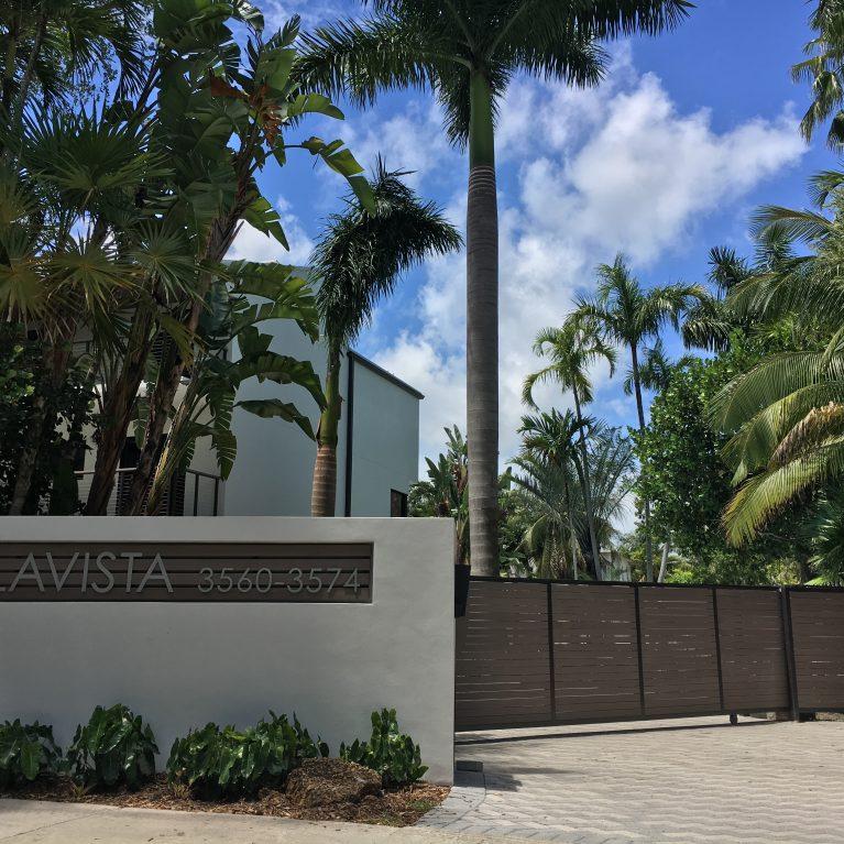 I controsoffitti esterni di WoodN Industries impreziosiscono gli appartamenti BellaVista di Miami