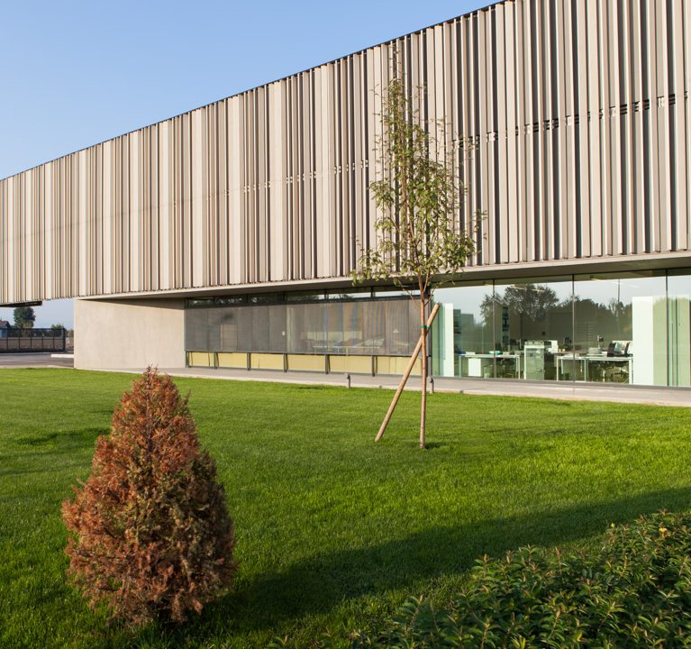 La storica conceria di preziosi pellami a Cuneo sceglie i frangisole WoodN Industries